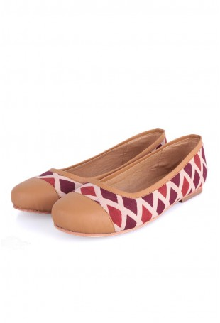 Beige & Red Ajrakh shoes