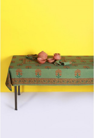 Leaf Green Set of Tablecloth, Runner and Six Table Mats with Orange Motifs