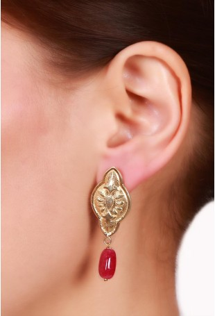 Scalloped marquise motif earring with red oval ruby